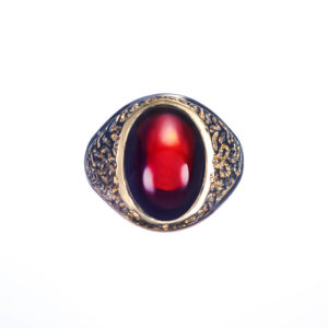 18ct yellow gold rare African red garnet gents ring