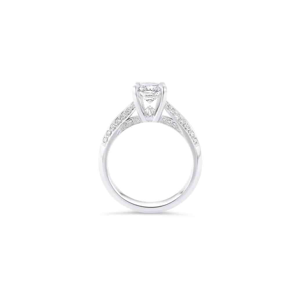classic diamond engagement ring in platinum(side view)