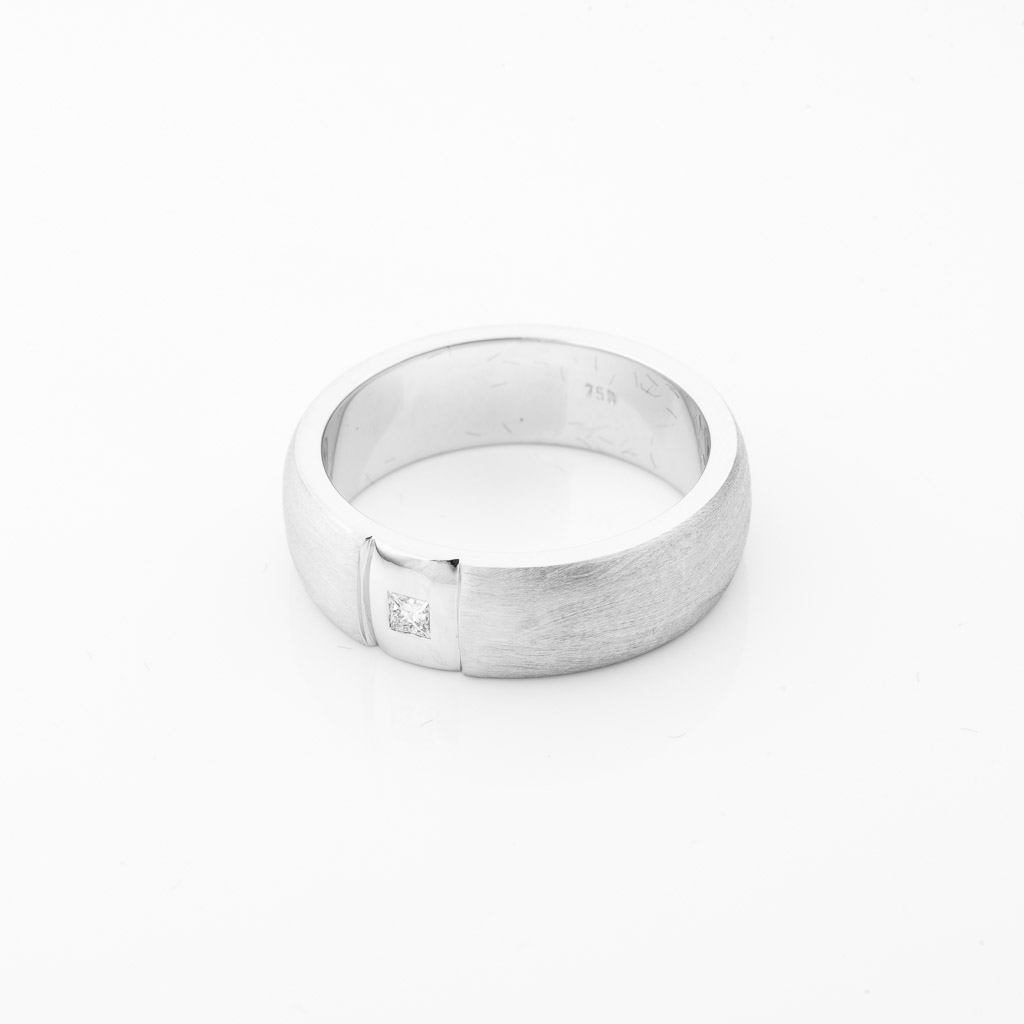 handcrafted 18ct white gold single diamond gents ring